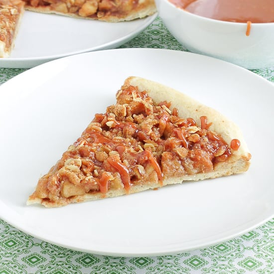 Caramel apple pizza pie - Snixy Kitchen