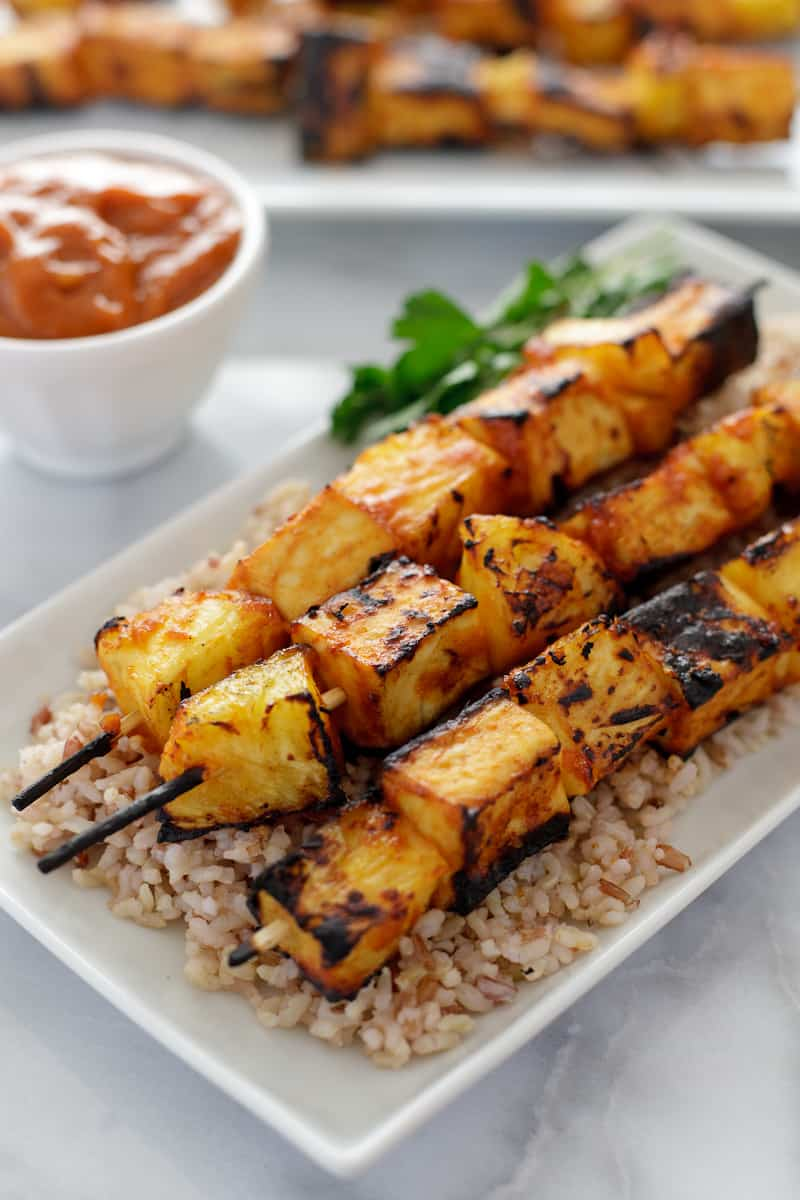 Grilled pineapple tofu skewers with spicy mango BBQ sauce - Snixy ...