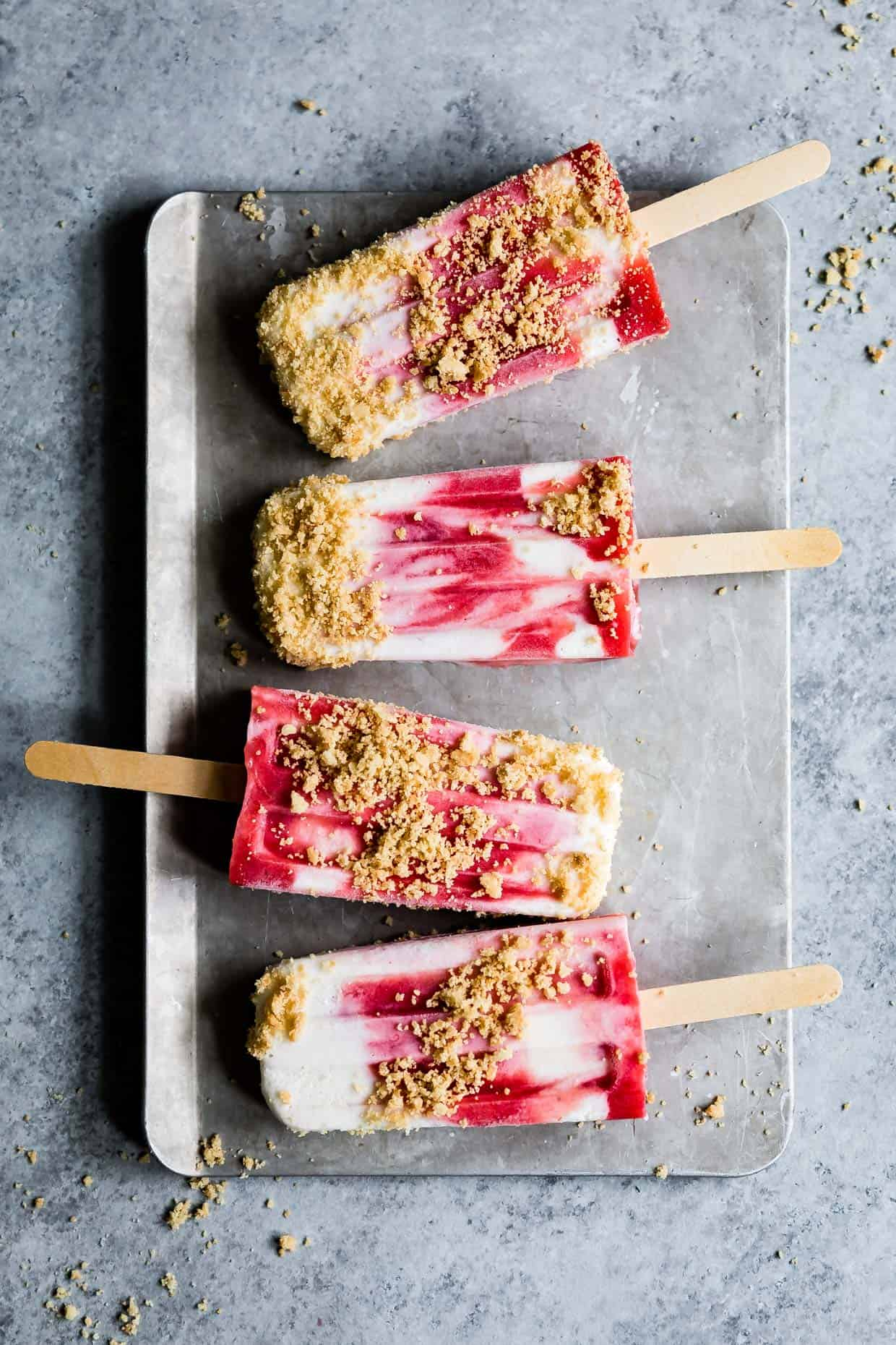 Strawberry Rhubarb Pie à la Mode Popsicles #popsicles #strawberrypie #recipe #rhubarb